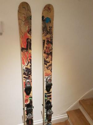 Twin Tip Skis - Volkl Bridge 177 - Dakine Ski Bag - Ski Poles