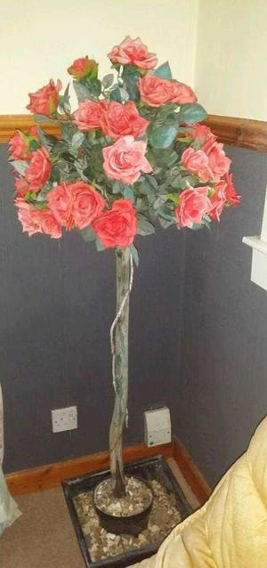 2 pots wirh Plastic flowers