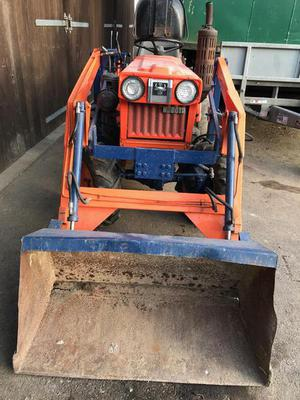 Kubota b d 4 x4 compact Tractor with front loader and