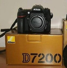 Nikon D + Extra Battery + National Geographic Camera Bag