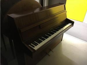Kemble Upright Piano in Excellent Condition in Tunbridge