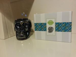 Metallic Skull Scensty Warmer - With box - Used but perfect condition