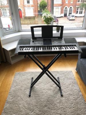 Yamaha PSR E323 Keyboard *WITH STAND*