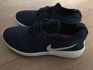 BRAND NEW KIDS NIKE TRAINERS SIZE 4