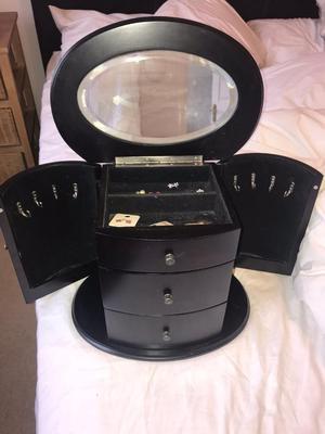 GORGEOUS BLACK WOOD JEWELLERY BOX