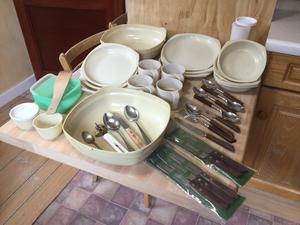 Plates/ dishes / containers / cups / assorted cutlery