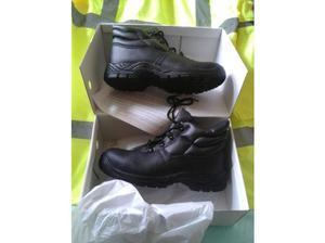 Chukka Work Boots. Steel toe caps. BRAND NEW. Boxed. Size 8