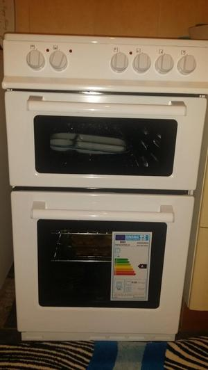 NEW WORLD NW50 ELECTRIC COOKER 50CM WIDE, ONLY 3 WEEKS OLD