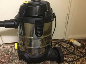 Sealey 20ltr w vacuum cleaner only £20
