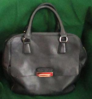 BLACK LEATHER HANDBAG BY DAVID JONES.