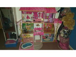 Large dolls house with hundreds of accessories £ ono