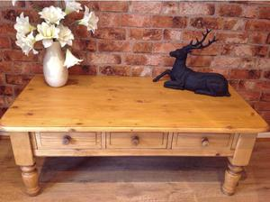 Lovely, solid pine coffee table with 3 drawers.Excellent