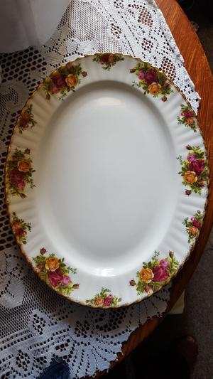 ROYAL ALBERT OVAL PLATE