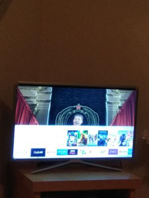 Samsung 32M Inch Smart Full HD TV - Almost New