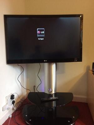 "42"" LG FREEVIEW LED TV WITH WALL BRACKET & REMOTE CONTROL"