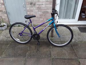 £40 beautiful ladys bike 26 wheel 18 frame 15 gears in great condition can deliver for petrol cost