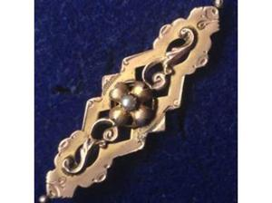 Ladies Jewellery 18th Century Victorian Pearl Brooch. in