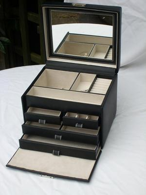 Lockable Black Faux Leather Jewellery Box NEW!