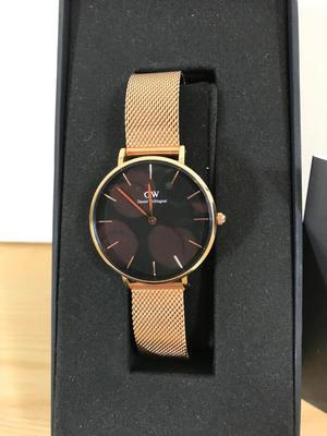Brand new rose gold Daniel Wellington watch.