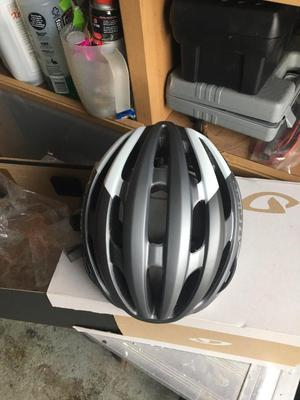 Giro foray mips cycling helmet