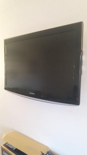 Samsung 37 inch HD black frame LCD TV