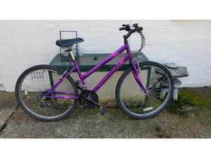 Apollo Outrider 18 speed 26 inch wheel mountain bike in