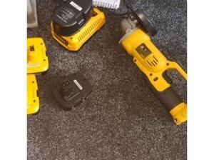 dewalt 18v cordless grinder with 5x batterys and bag only