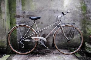 RALEIGH MISTY. 21 inch, 51 cm.Vintage ladies womens dutch style, mixte frame road bike, 5 speed
