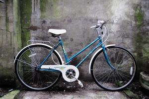 UNIVERSAL LA RIVIERA. 19.5 inch, 50 cm. Vintage ladies womens dutch style traditional road bike