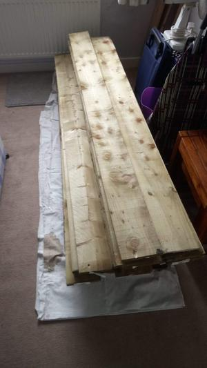 35 wooden fence panels & 7 wooden fence posts