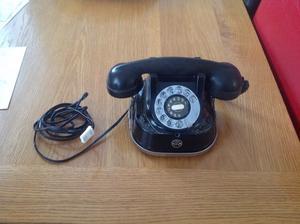 Beautiful vintage (art deco) style telephone.. In working order...£50
