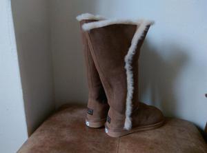 WLM New Zealand Women's split chesnut knee high boots. Size3