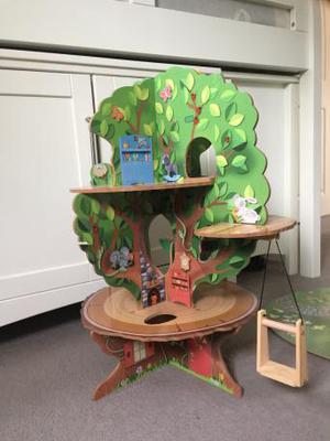 Wooden treehouse - Toys R us