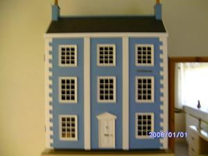 VICTORIAN COLLECTORS DOLLS HOUSE