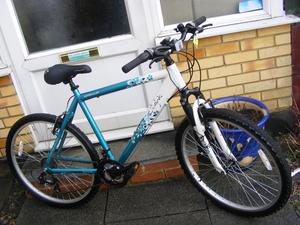 "LADIES 26"" WHEEL BIKE 20"" ALUMINIUM FRAME HARDLY USED GREAT CONDITION"
