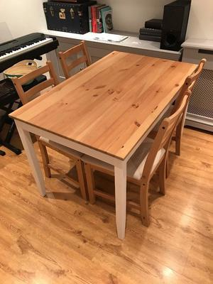 TABLE AND 4 CHAIR SET GOOD AS NEW