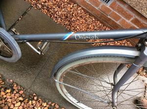 Retro men's Raleigh courier pushbike, it good condition for its age
