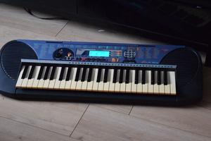 YAMAHA PSR 140 KEYBOARD WITH POWER ADAPTER CAN BE SEEN WORKING