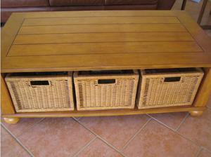 Coffee Table in medium-Oak in Crowthorne