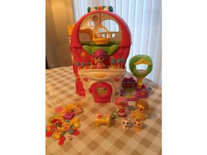 Pinypon House Play Set c/w 3 Dolls. in Banbury