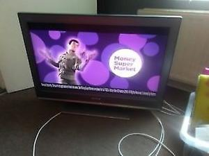 EXCELLENT SONY 32 inch X3 HDMI FREE VIEW TV IDEAL FOR GAMING ETC