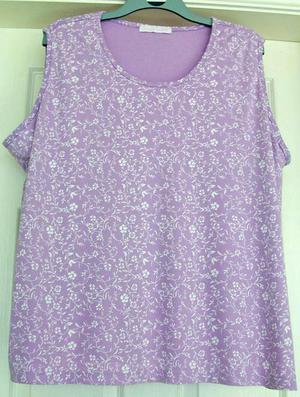 PRETTY LILAC FLOWERED TOP BY CASUAL COMFORT - SZ  B2