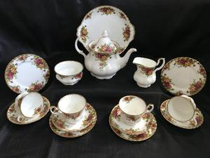 Royal Albert 'Old Country Roses' 16 Pieces Tea Set / Service