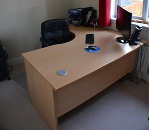 Beech effect corner desk with matching lockable 3 drawer unit. Perfect for home office set up.