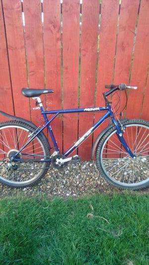 GT MOUNTAIN BIKE + MUDGUARDS, LIGHTS & LOCK*FREE DELIVERY HULL*