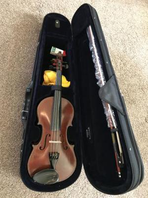 3/4 vintage English violin c. with full outfit case bow