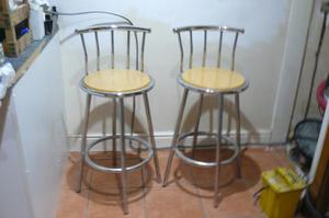 PAIR OF CHROME AND BEECH EFFECT BREAKFAST BAR STOOLS
