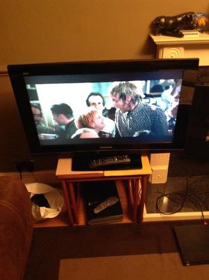 Panasonic Viera TX-32LXD inch LCD HD ready tv with freeview.
