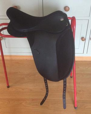 "17"" Thorowgood T4 Cob Dressage saddle"