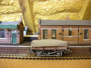 Bachmann Y BR Set of 3 Chinaclay with Flat Hoods